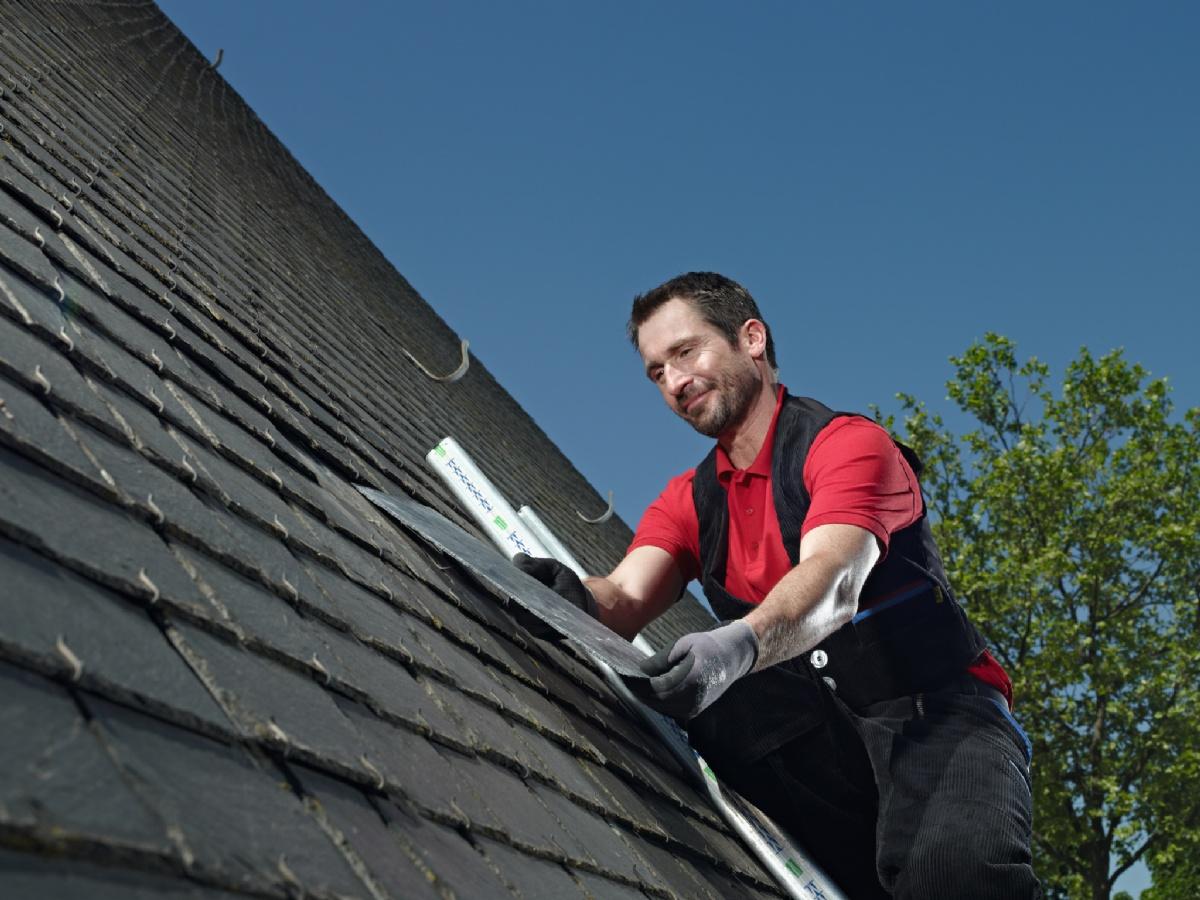 arbeitskleidung f r dachdecker gut gesch tzt auf dem dach mit staufer textil finden dachdecker. Black Bedroom Furniture Sets. Home Design Ideas