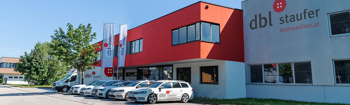 Firmengebäude Parkplatz